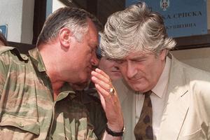 Ratko Mladic (à gauche) avec Radovan Karadzic.