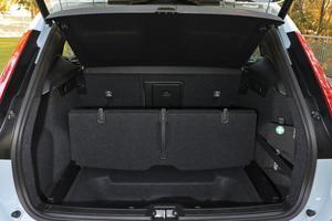 Le coffre possède un bac sous le plancher qui peut accueillir une roue de secours.