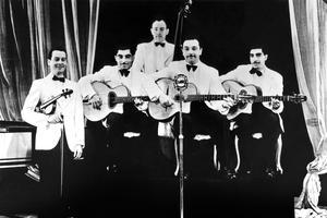Django Reinhardt et Le Quintette du Hot Club de France en 1939 (Stéphane Grappelli, Eugène Vees, Roger Grasset, Django Reinhardt and Joseph Reinhardt).