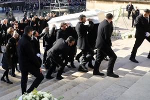 L'entrée du cercueil dans La Madeleine.