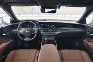 La qualité des matériaux de la Lexus LS 500h, l'assemblage du mobilier de bord, ainsi que la finition, <br/> ne méritent aucune critique.