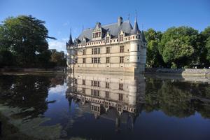 Les échafaudages enlevés, on redécouvre le château d'Azay-le-Rideau restauré des façades aux toitures.