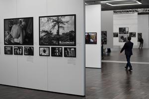 L'exposition d'Eugene Richards présentée par Jean-François Leroy dans les nouveaux espaces de la Grande Arche.