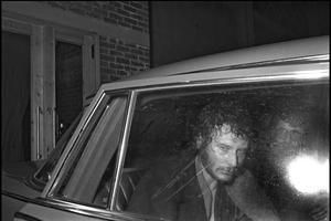 Johnny en voiture après son concert.