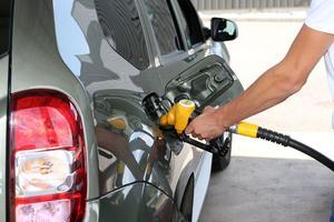 L'essence sans plomb augmente mais moins que le gazole.