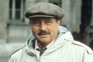 Victor Lanoux en 1990 dans la série de Claude Barma «Renseignements généraux».