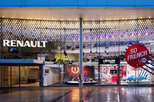 Le pub Renault a été rebaptisé l'Atelier Renault.