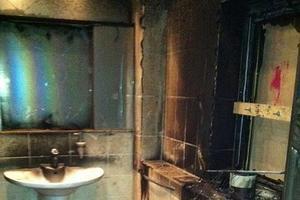 Salle de bain de Mario Balotelli après l'incendie. Source: Daily Mail.
