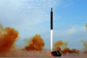 À partir de 2006, les essais nucléaires et balistiques nord-coréens se multiplient.