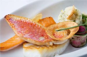 Trilogie de poissons, saumon de Cherbourg, bar et rouget à la carte.