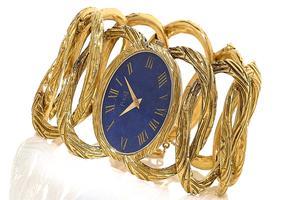 Manchette en or jaune et lapis lazuli , vers 1967, estimée à 6-8 000 euros.