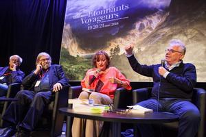 L'écrivain Michel Le Bris (2e à gauche) a créé le festival en 1990. Daniel Cohn-Bendit est intervenu en 2018 pour parler de son livre <i>Sous les crampons la plage</i>.