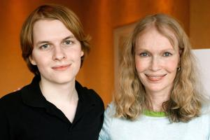 L'actrice Mia Farrow et son fils Ronan en 2006.
