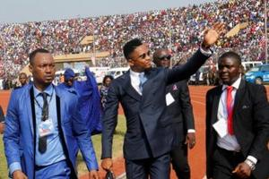 Samuel Eto'o arrivant dans le stade.