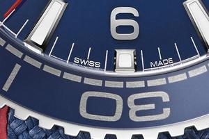 Écrit en toutes lettres, le label apparaît sur le cadran des montres d'Omega.