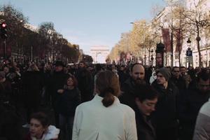 Les dernières scènes du film ont été tournées le jour de l'hommage à Johnny Hallyday en décembre 2017.