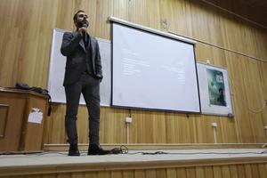 Firas Fayyad a présenté le documentaire à Idleb devant des dizaines de spectateurs.