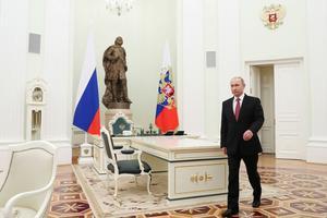 Le Kremlin demeure, pour le président russe, le lieu d'accueil privilégié des hommes d'Etat étrangers, qu'il reçoit dans ses bureaux, situés dans les murs de l'ancien Sénat (ici, lors de la visite du président serbe Aleksandar Vucic).