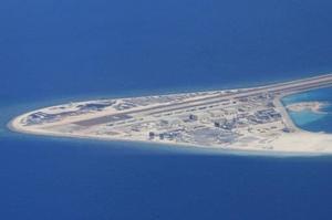 Des pistes d'atterrissage sont clairement visibles sur cet îlot des Spratleys.