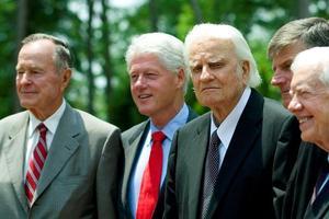 Billy Graham avec les présidents Georges H.W. Bush et Bill Clinton en 2007.
