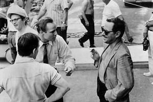 L'acteur Marlon Brando et Tennessee Williams sur le plateau du film «L'homme à la peau de serpent» en 1959.
