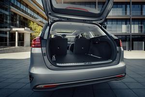 Un hayon «intelligent», en option, s'ouvre automatiquement lorsqu'il détecte la clé du véhicule à proximité immédiate du coffre.