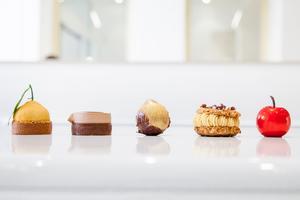 Les cinq premières pâtisseries en vente dans la pâtisserie de Cédric Grolet.