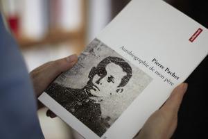 Pierre Pachet, son oncle, l'a précédée - et peut-être inspirée - sur la voie de l'introspection familiale avec <i>Autobiographie de mon père</i>.