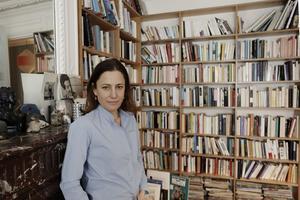 Cette solitaire, lectrice compulsive depuis l'enfance, a toujours vécu entourée de livres.