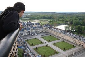 Découvrez lesmerveilles architecturales duchâteau deFontainebleau depuisles airs, enmontgolfière!