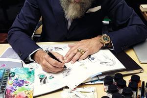 Dans la Villa Mozart, où il reçoit ses clients, Giampiero Bodino dessine ses bijoux et les fait réaliser ensuite par des ateliers parisiens.