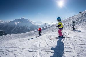 A La Rosière, glisse enfantine face au Mont Pourri