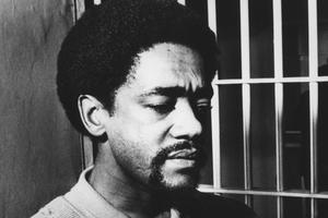 Bobby Seale, donne une conférence de presse dans sa prison de San Francisco le 11 novembre 1969.