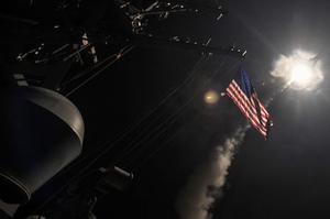 Des missiles Tomahawk sont tirés sur une base syrienne en 2017.
