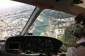 Baptême en hélicoptère, au départ de l'héliport de Paris (XVe).
