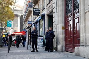 Des policiers rue Tronchet à Paris où a eu lieu le braquage de Kim Kardashian le 3 octobre.