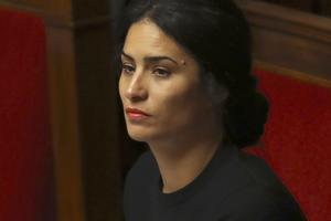 Sonia Krimi a remporté la législative dans la Manche, en présentant une candidature dissidente LaREM.