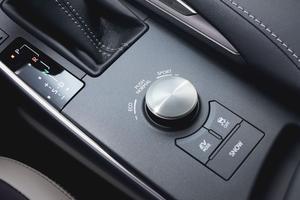 Le sélecteur rotatif donne accès à différents modes de conduite.