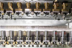 Richard Mille, qui produit des modèles ultratechniques, dispose d'une manufacture à l'avenant dotée, entre autres, de machines sophistiquées pour usiner les boîtiers.