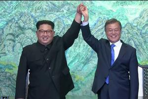 L'image de la rencontre des deux dirigeants, détendus et souriants, dans une ambiance en apparence chaleureuse, contrastait avec les tensions accrues l'année dernière.