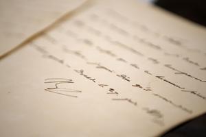 Plusieurs lettres, dont neuf signées de Napoléon, ont échappé de peu à la poubelle.