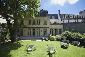 Le jardin du Mona Bismarck American Center.