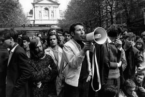Manifestation d'étudiants devant la Sorbonne, Paris, 9 mai 1968.