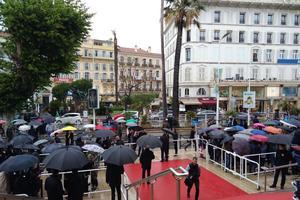 Pluie sur la Croisette ce dimanche.