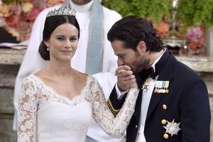 Philip de Suède et Sofia Hellqvist lors de leur mariage en 2015.