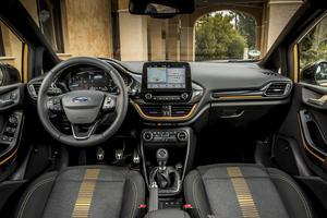 À l'intérieur, les différences avec une Fiesta standard sont minimes.