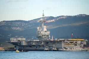 Le porte-avions français finit sa modernisation à Toulon.