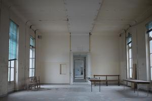 De nombreuses salles sont fermées par précaution. Trois ans de travaux seront nécessaires à sa restauration.