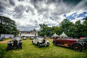 Près de 100 ans de carrosseries automobiles défilent à Coppet.