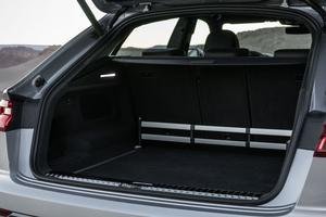 Le coffre est plus petit que celui du Q7 mais reste très logeable.